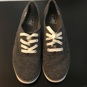 KEDS size 6 gray and white shoes sneakers